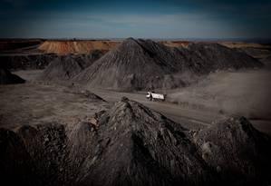 Oportunidade. Mina de carvão em Candiota, no Rio Grande do Sul: pesquisa no setor estagnou à espera de mudança na lei Foto: Michel Filho / O Globo