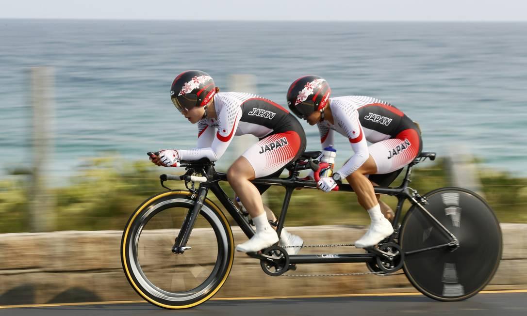 Dupla japonesa comete no contrarrelógio do ciclismo de estrada no Pontal JASON CAIRNDUFF / REUTERS