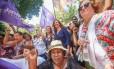 Jandira (de azul) participa de panfletagem no Centro na manhã desta quinta-feira