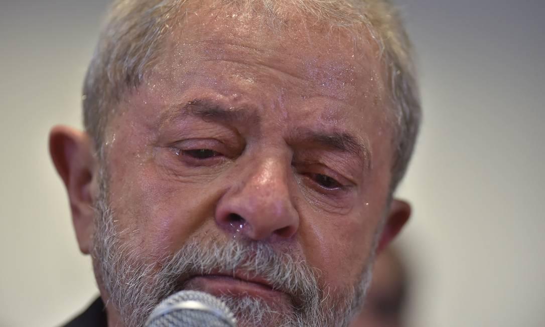 Ex-presidente se disse 'indignado' e repetiu que é inocente: 'Provem, e irei a pé para ir preso' NELSON ALMEIDA / AFP