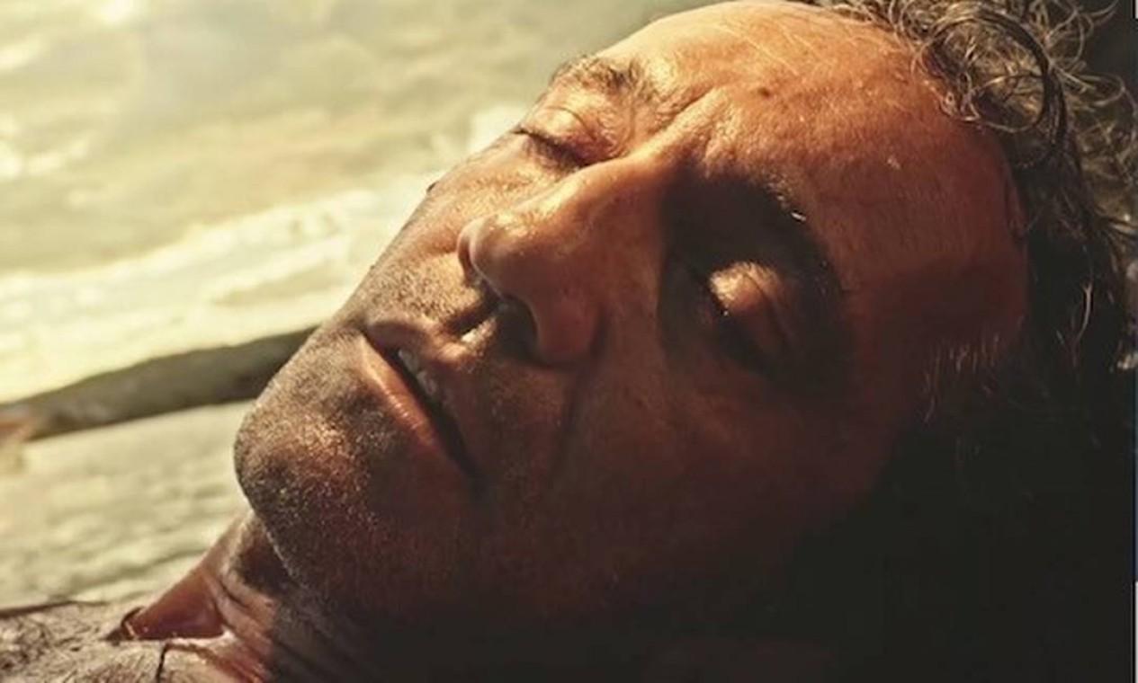 Após levar um tiro, Santo é carregado pelas águas do Rio São Francisco: herói foi resgatado por índios Foto: Reprodução