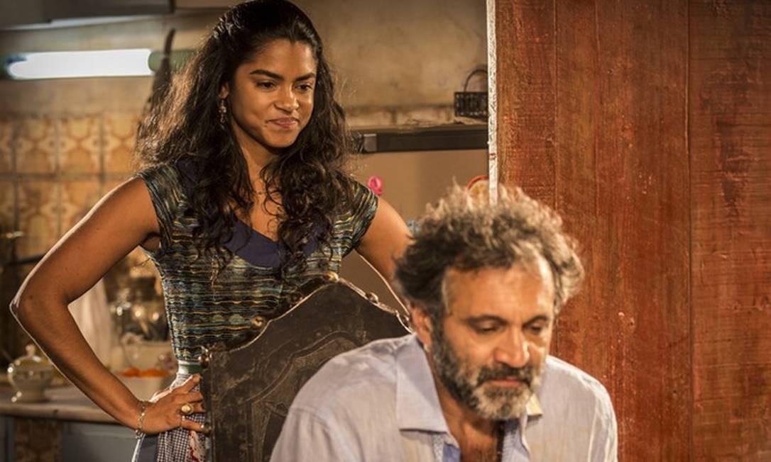 Após ser resgatado com vida, Santo decide se separar de Luzia (Lucy Ramos) para viver seu romance com Tereza Foto: Divulgação/Inácio Moraes/Gshow