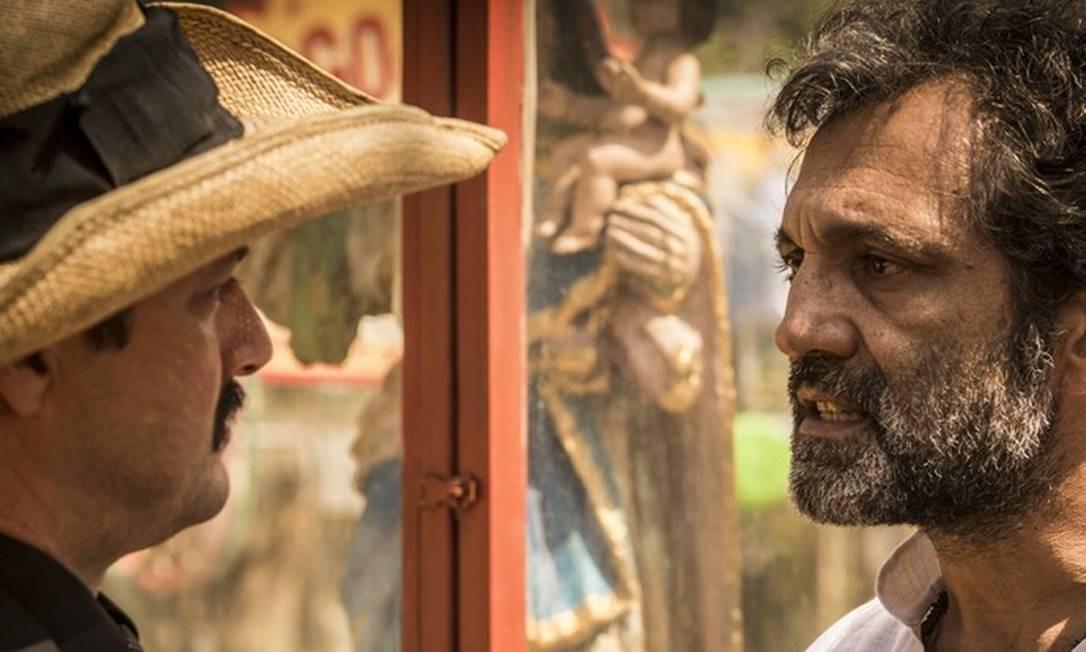 Santo enfrenta Carlos (Marcelo Serrado), o marido de Tereza Foto: Divulgação/Inácio Moraes/Gshow