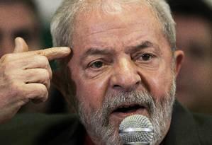 'Não tenho prova, mas convicção. Eu tenho convicção de que quem mentiu está numa enrascada', disse o ex-presidente durante pronunciamento na quinta-feira Foto: STRINGER / REUTERS
