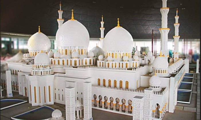 Grande Mesquita Sheikh Zayed, feita em peças de Lego, na Legoland Dubai Foto: DPR CORPORATE/ Divulgação