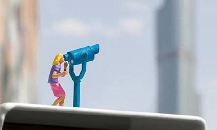 As miniaturas do artista britânico Slinkachu se espalham pelo City Walk Foto: Divulgação