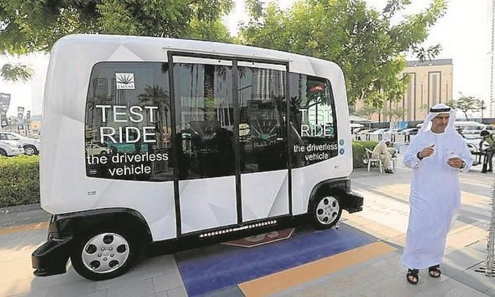 O EZ10 (carro sem motorista movido a bateria) está em fase de testes este mês Foto: Karim Sahib/AFP