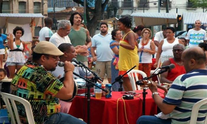 Quem comanda é o cantor e compositor Zeh Gustavo, ao lado de convidados Foto: Divulgação