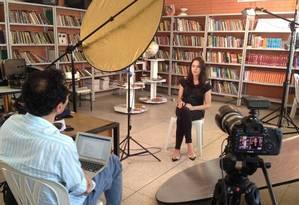 """Ex-aluna de um colégio de São Luís dos Montes Belos, em Goiás, dá entrevista para a série """"Era uma vez outra escola"""