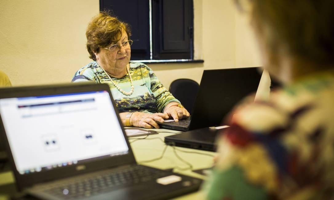 Efeitos. A professora aposentada Dulcinéa Lourenço, de 82 anos, é uma das 20 participantes do estudo científico e já relata esquecimentos menos frequentes em tarefas do dia a dia Foto: Bárbara Lopes
