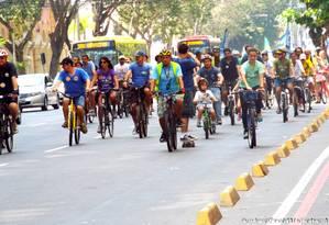 Depois de participarem de uma bicicletada no último domingo, candidatos assinaram carta elaborada pelos ciclistas Foto: Mobilidade Niterói / Divulgação