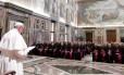 Papa Francisco nesse sábado, dirigindo-se a seus diplomatas, no Vaticano