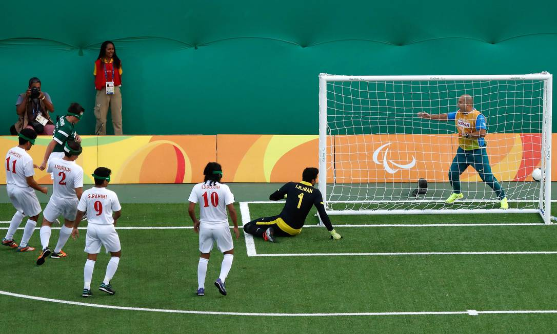 Ricarddinho chuta e faz o primeiro e único gol do Brasil Alexandre Urch / MPIX/CPB