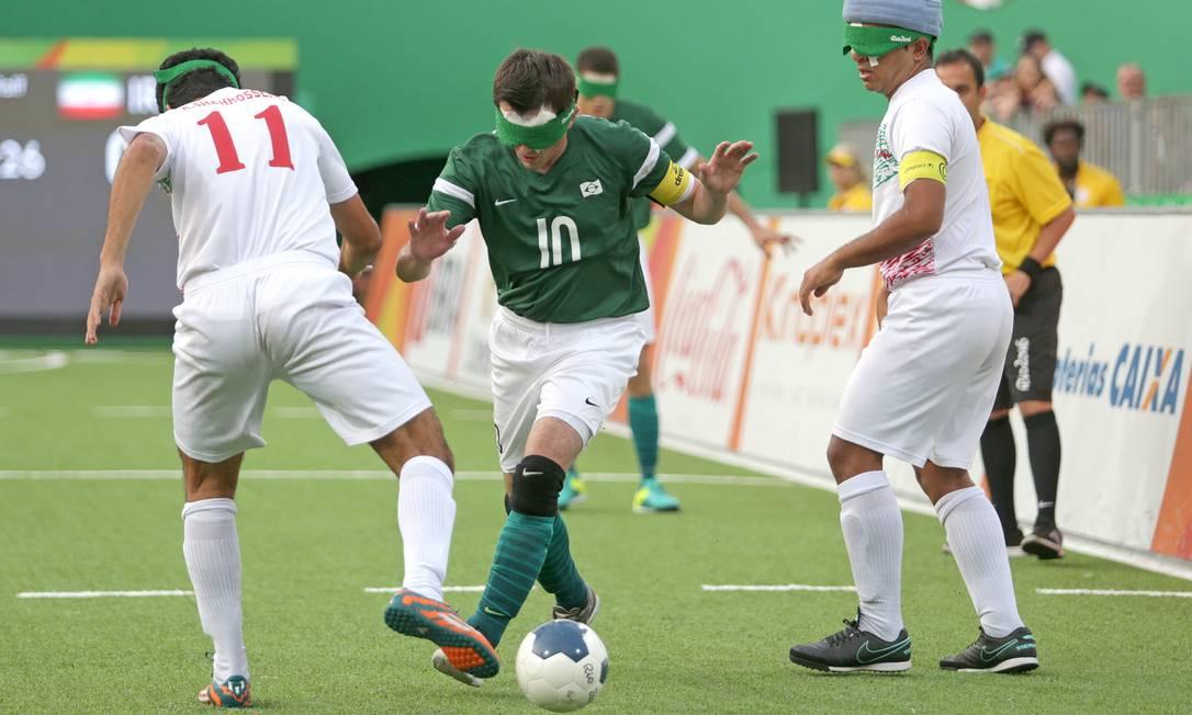 O Brasil venceu o Irã por 1 a 0 neste sábado e conquistou o seu quarto ouro paralímpico no futebol de 5 (para cegos) Márcio Alves / Agência O Globo