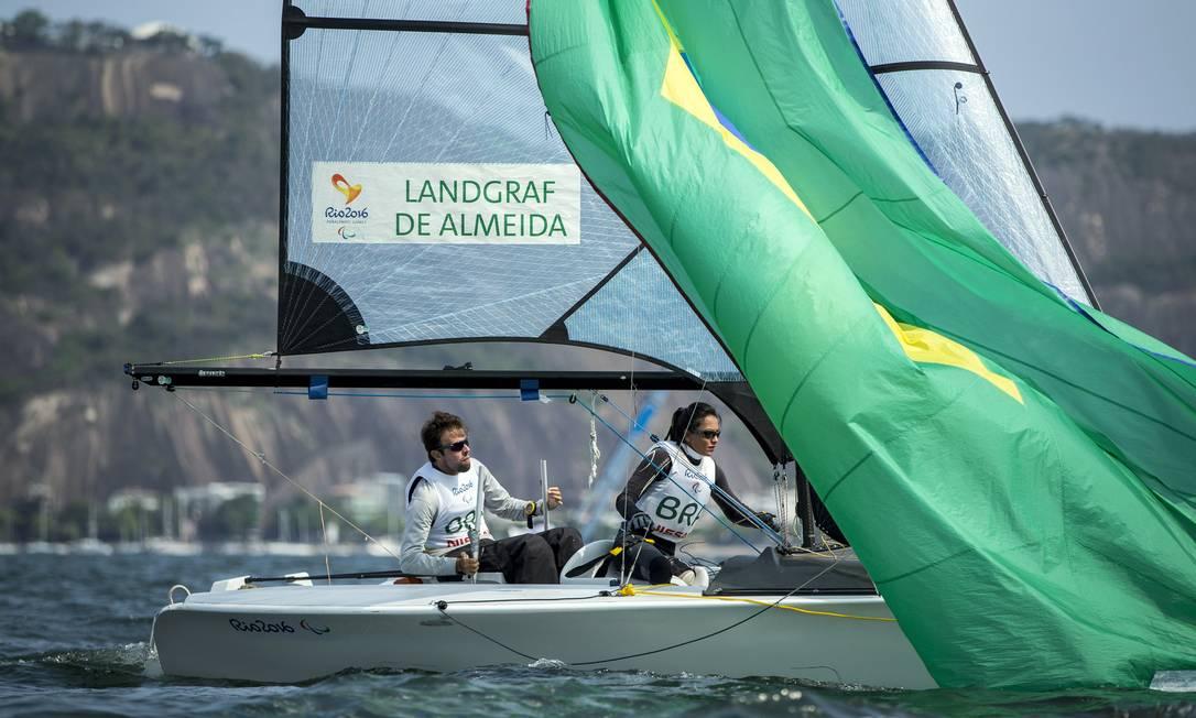 Os brasileiros Bruno Landgraft e Marinalva Almeida Hermes de Paula / Agência O Globo
