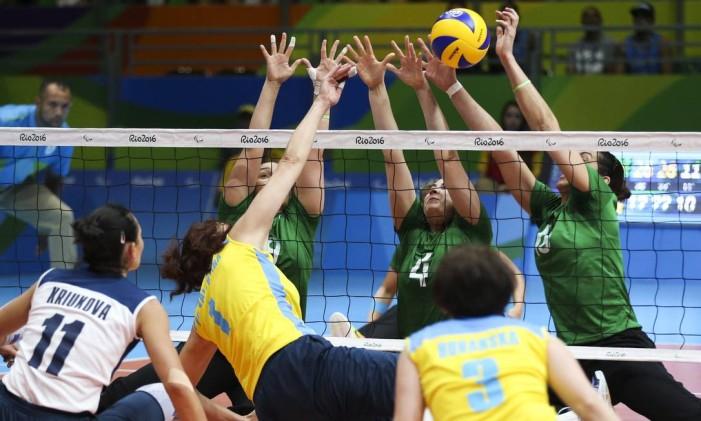 ESP Rio de Janeiro (RJ) 16/09/2016 Paralimpiada 2016 - Brasil leva o bronze no volei sentado feminino, contra o time da Ucrania. Foto MONICA IMBUZEIRO/ Agencia O Globo Foto: Agência O Globo