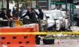 Governador de Nova York, Andrew Cuomo, e o prefeito Bill de Blasio, visitam local da explosão no bairro de Chelsea, em Nova York