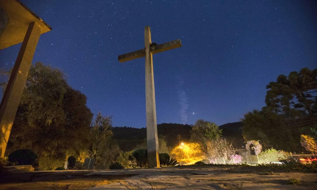 Cruz da igreja onde fica guardada uma imagem de Nossa Senhora da Luz que pertencia a Gaspar Correia Leite Alexandre Cassiano / Agência O Globo