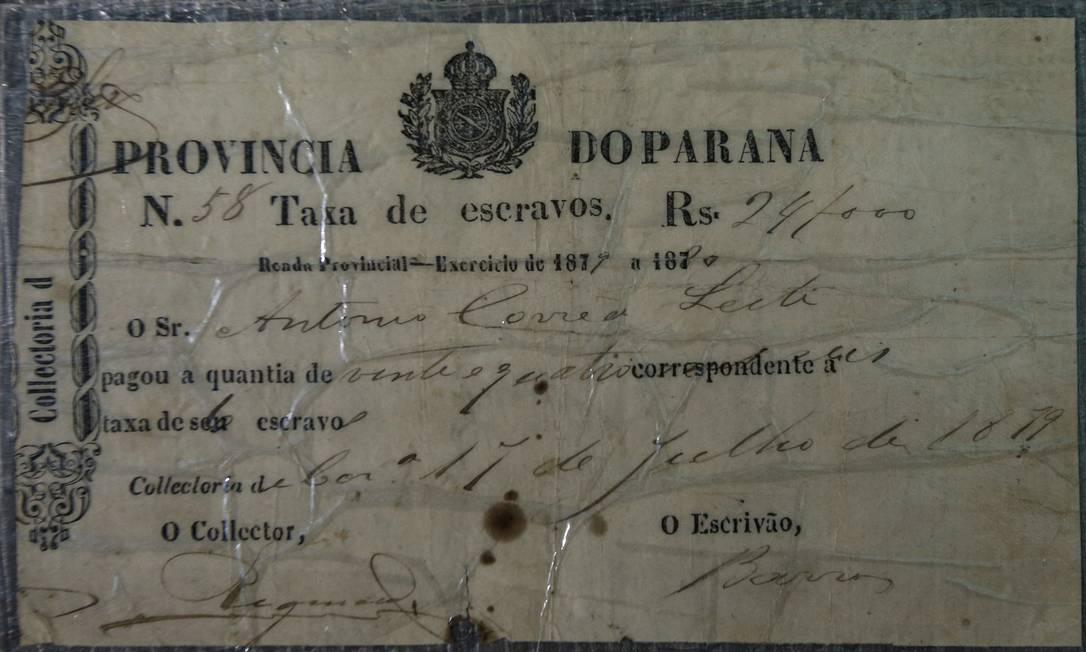 Registro de compra de escravo para trabalhar na mineração, um dos registros guardados por Rosemari Alexandre Cassiano / Agência O Globo