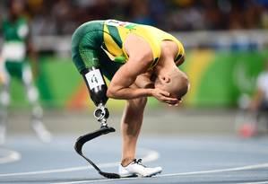 O australiano Scott Reardon se emociona após vencer os 100m Foto: CHRISTOPHE SIMON / AFP
