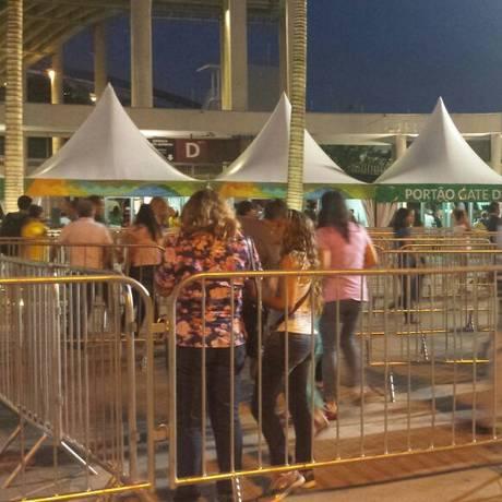 Público entrando no Maracanã para assistir à cerimônia de encerramento da Paralimpíada Foto: Ana Beatriz Marín