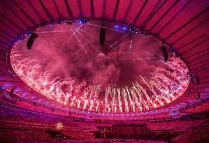 Cerimônia de encerramento da Paralimpíada teve show de luzes e fogos no Maracanã Foto: Hermes de Paula / Agência O Globo