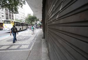 Crise de consumo é parte do cenário da recessão. Em Copacabana, muitas lojas estão fechadas Foto: Custódio Coimbra/Agência O Globo