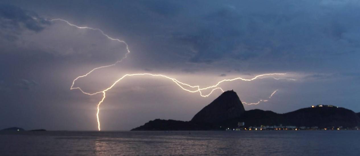 Tempestade elétrica atinge o Rio de Janeiro: Brasil é um dos países onde mais são registrados raios Foto: Marcelo Carnaval