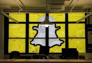Logo do Snapchat é desenhada com post-its em prédio de Nova York Foto: Mike Segar / Reuters