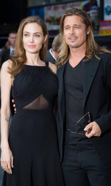 """Na première de """"World War Z"""", em junho de 2013, em Londres, a atriz acompanha o marido LEON NEAL / AFP"""