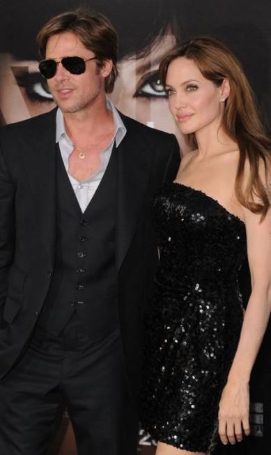 """Preto era o favorito do casal em eventos de trabalho, como na estreia de """"Salt"""", que teve Angelina no elenco Jason Merritt / AFP"""