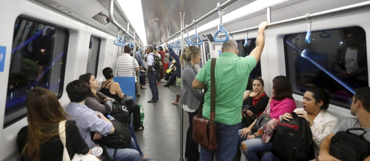 Nesta segunda-feira, mais de 60 passageiros utilizaram a linha 4 Foto: Domingos Peixoto / Agência O Globo
