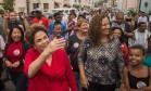 Dilma e Jandira Feghali durante visita a conjunto habitacional do Minha Casa, Minha Vida Foto: Divulgação