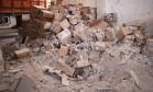 Material médico destruído em ataque ao comboio do Crescente Vermelho em Aleppo Foto: OMAR HAJ KADOUR / AFP