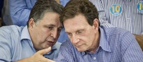 Garotinho e Crivella em encontro durante as eleições de 2014 Foto: Guito Moreto/9-10-2014
