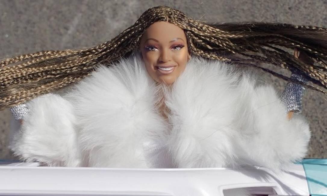 """Agora, Barbie/Beyoncé reproduz cenas marcantes, como esta, do clipe de """"Lemonade"""" Reprodução/Instagram"""
