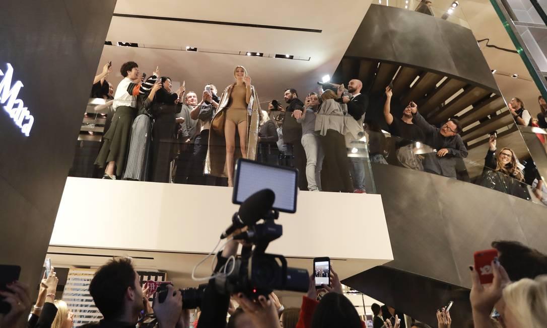 Nesta temporada de verão 2017, Gigi Hadid desfilou para marcas como Marc Jacobs, Tommy Hilfiger, Tom Ford e Anna Sui Luca Bruno / AP