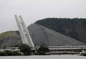 Ponte Estaiada do metrô corta o Canal de Marapendi Foto: Paulo Nicolella / Agência O Globo