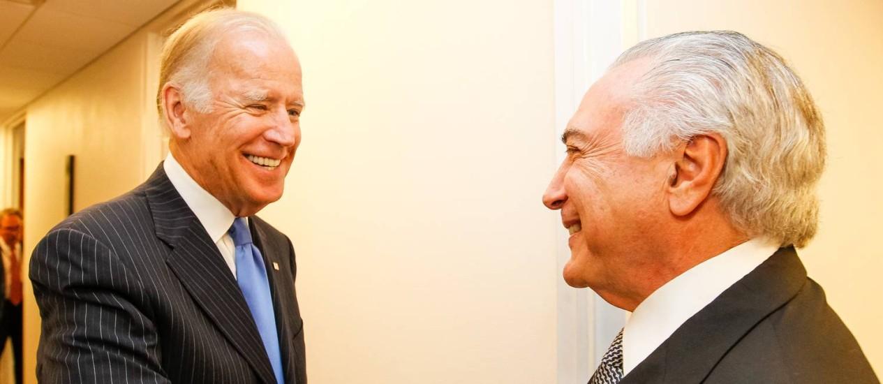O presidente Michel Temer cumprimenta o vice-presidente dos Estados Unidos, Joe Biden Foto: Beto Barata/PR