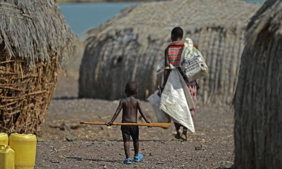 Mãe e filho da tribo El Molo em aldeia junto ao lago Turkana, no Norte do Quênia: como esperado, países da África Subsaariana estão em pior situação Foto: AFP/CARL DE SOUZA