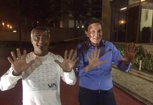 Romário e Crivella selam aliança na Barra da Tijuca Foto: Divulgação