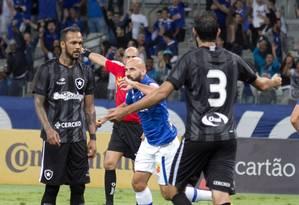Bruno Rodrigo comemora o gol do Cruzeiro sobre o Botafogo Foto: Marcos Fialho / Código19