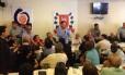Senador discursa para candidatos a vereador dissidentes que deixaram o PMDB