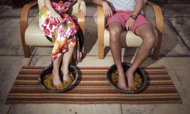 """Kelly Benikes e Felipe Saramago: """"Sempre gostei muito de fazer massagem e ser massageado. Mas santo de casa não faz milagre"""", brinca ele Foto: Leo Martins / Agência O Globo"""