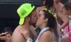 Mulher beija outro na despedida de solteira, vídeo viraliza e casamento é cancelado Foto: Reprodução/Twitter