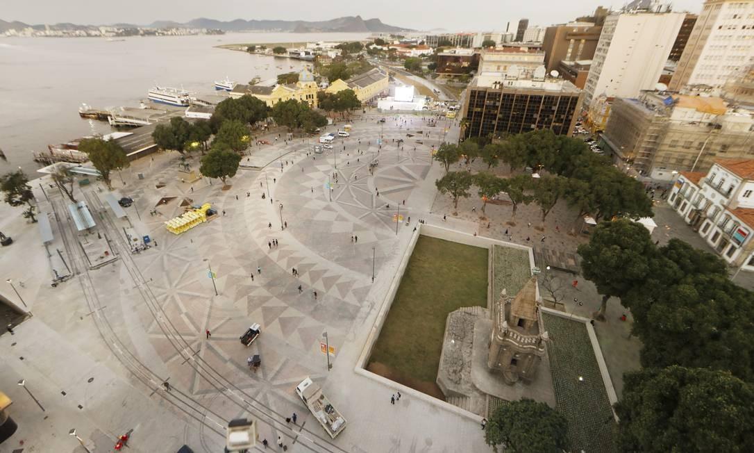 Na área da Praça XV, o desenho urbano destacou a beleza de prédios históricos, como o Paço Imperia, e de monumentos, como o Chafariz de Mestre Valentim. Foto: Antonio Scorza / Agência O Globo