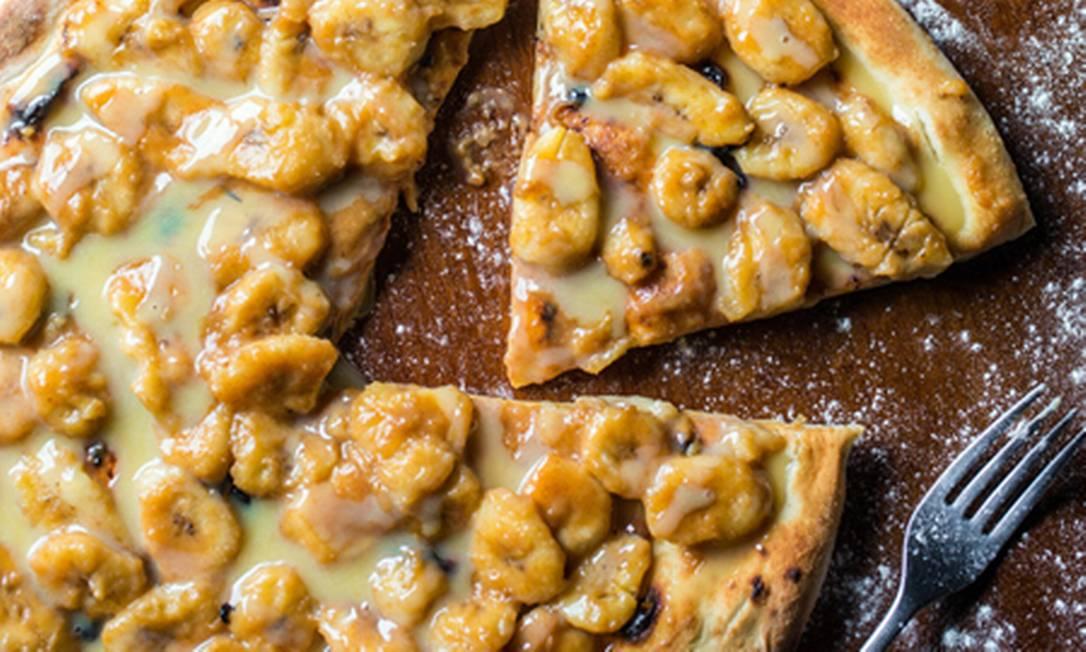Doce e salgado. Pizza de banana e chocolate branco (R$ 67, família), na Capricciosa Tomas Rangel / Divulgação