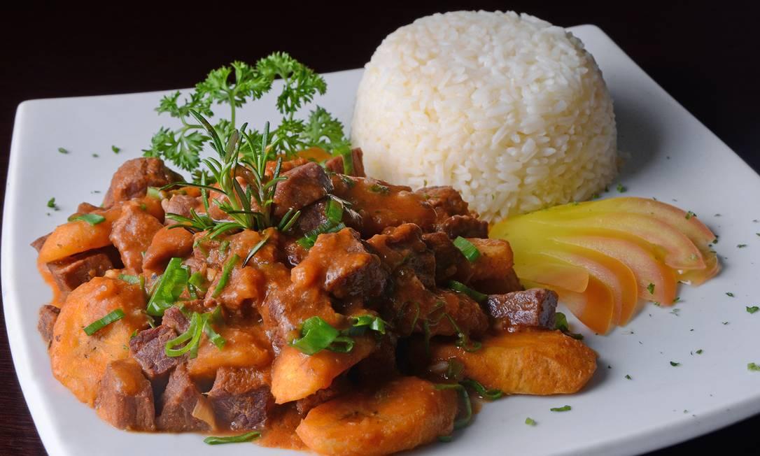 Regional. Carne-seca com banana-da-terra (R$ 65) e arroz branco de acompanhamento no Terra Brasilils. Maria Mattos / Divulgação
