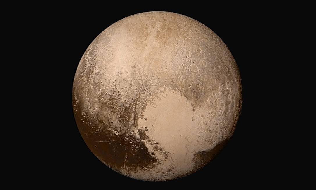 Imagem de Plutão feita pela sonda New Horizons durante sua aproximação do planeta-anão no ano passado: formação parecida com o desenho de um coração chamou a atenção de cientistas e do público Foto: NASA/JHUAPL/SwRI
