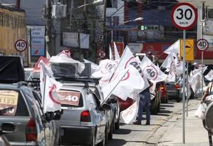 Carreata de Weslei Pereira (PSB) cruzou ruas com sucessão de placas que apontavam diferentes limites de velocidade Foto: Marcelo Carnaval